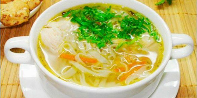 Простенький куриный суп с домашней лапшой