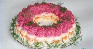 Вкусный мясной салат под шубой